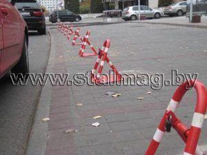Белсвиссбанк. Парковочные барьеры, окрашенные в корпоративные цвета 21