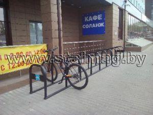 Велопарковка компании Техинмаш возле бизнес-центра SV Plaza 61