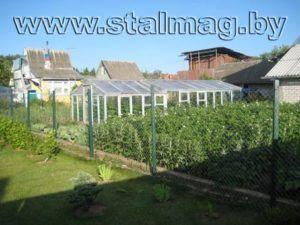 Забор из сетки рабицы на металлических столбах в частный дом 8