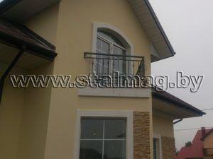 Балконные перила в частном доме 41