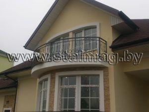 Балконные перила в частном доме 42